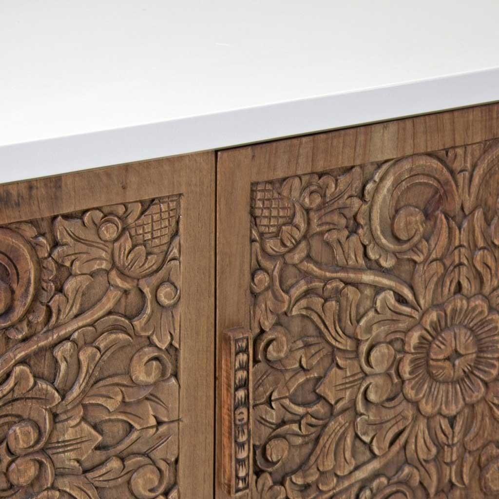 Muebles tallados en madera affordable vitrina luis xv for Muebles tallados en madera
